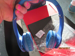 Beats Solo HD by Dr. Dre  blue wired on ear headphone