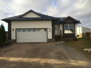 available immediately newer home in wainwright