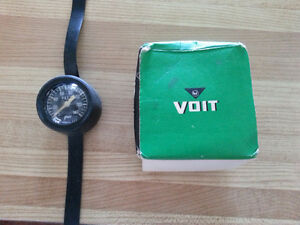 VOIT DIVERS WRIST DEPTH GAUGE RATED TO 140 FEET.