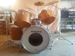 LUDWIG ENSEMBLE DE BATTERIE/LUDWIG DRUM SET