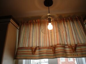 Deux ( 2 )  luminaires mode en vitre claire