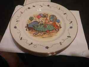 WINNIE POOH COLLECTION PLATES