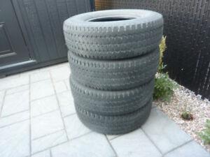 4 pneus d'été usagés LT-245/75 R16