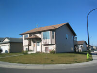 Beautiful 3 Bdrm Main Floor Available ...Utilities Incuded!!