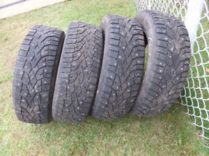 pneus 185/65R15 gislaved hiver avec clous