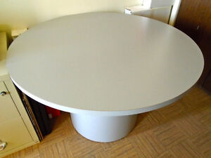 GAMES, KITCHEN, Den, Home Office, Commercial Grade ROUND TABLE