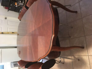 Dining room table with 4 chairs.