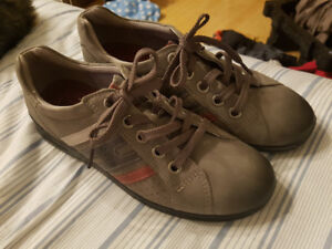 Ecco womens shoes sneakers NEW size 7.5 euro 38 gray arch suppor