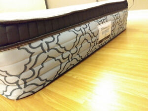 Selling Sealy posturepedic hybrid queen size mattress & bed box
