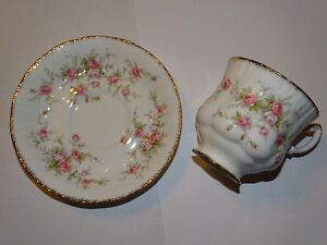 Paragon Victoriana Rose Cup and Saucer, Excellent Condition London Ontario image 4