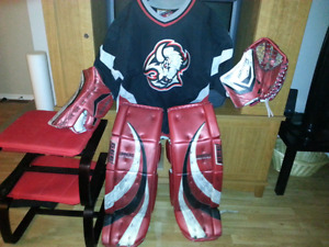 """PRICE REDUCED PRO Level Simmons Goalie Pads 34""""+2 & Bauer Gloves"""