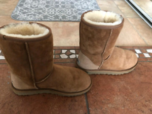 7971ef783a Short Ugg Boots   Kijiji in Ontario. - Buy, Sell & Save with ...