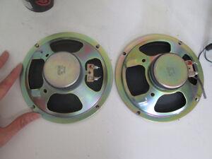 Sort # : 529 - 3 speakers de voiture