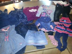 Lot de vêtements fille taille 24 mois