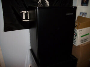 Black & Decker Mini Bar Fridge ( Black )