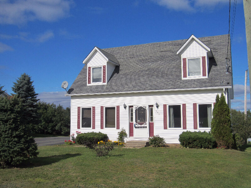 Cape cod with pool houses for sale fredericton kijiji for Cape cod beach homes for sale
