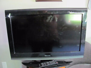 "26"" Toshiba TV with remote"