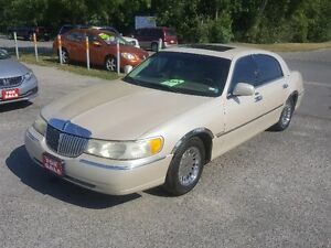 LINCOLN TOWN CAR CARTIER  *** LOADED *** SALE PRICED $3995 Peterborough Peterborough Area image 3