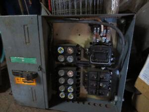 100 Amp Fuse Panel