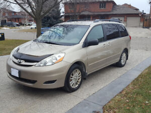 2009 Toyota Sienna LE AWD. New Brakes, tires,battery. Safety.