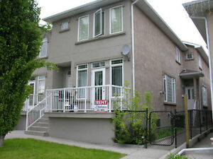 Great Location,Townhouse in Tuxedo, 3+Bed, 4 Bath, Avail. today!