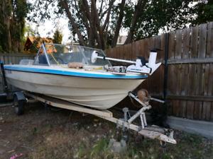 100 HP Evinrude Motor Boat. Runs great!
