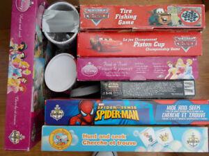 100 jeux, casse-têtes et livres pour enfants, négociable.