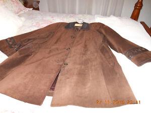 Manteau en suède garniture en cuir brun Québec City Québec image 1