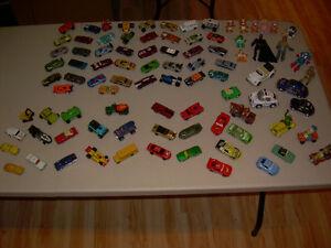 Huge lot of 78 Diecast Hot Wheels Matchbox 1:64 car + 12 figures