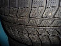 2 pneus d'hiver 215/55/17 Michelin X Ice Neufs