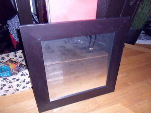 mirroir  26 par 26  cadre brun-noir  carrée