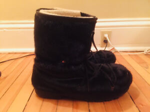 Authentic Seal Fur Boots, Size 13, Extremely warm, black