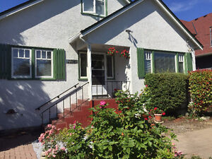 Charming Pristine Oak Bay 4 bdrm Home- Aug 1st