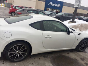 Toyota 86 FRS New* WHITE* 10KM *Subaru engine. Lease takeover