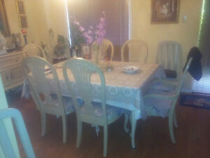dining table and 6 chairs solid wood must be seen