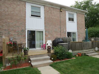 Townhouse in Good Complex $89,900