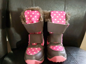 Winter boots size 6 toddler