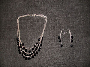 BRAND NEW BLACK NECKLACE AND EARRINGS SET