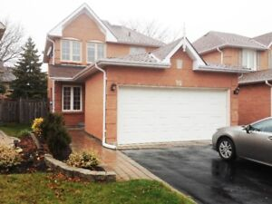 Rent: Aurora. 3 bedroom detached house with basement