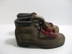 NEW Vintage VASQUE Suede Hiking Boots Model 7585
