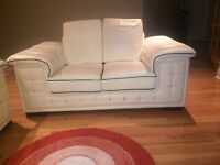 DIAMOND TUFTED LEATHER SOFA SET IN A VERY GOOD CONDITION