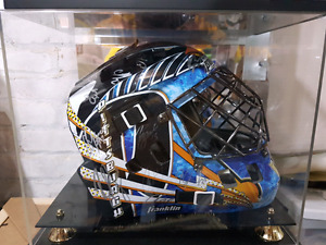 Pittsburgh replica goalie mask autographed (whole team)