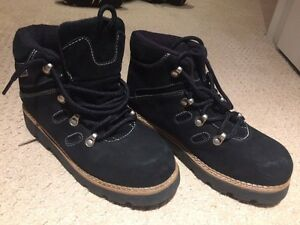 Youth sorel fall winter hiker boots Kitchener / Waterloo Kitchener Area image 1