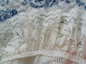 5 heavy lace curtains : Steibel, Nottingham.Individually priced or £95