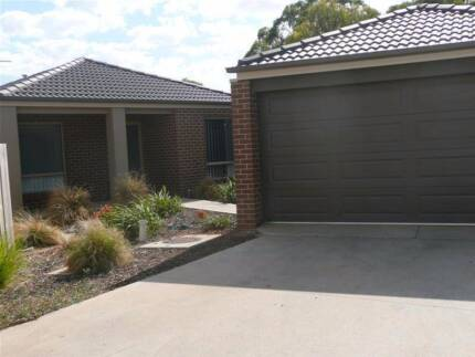 Hillview Estate Modern Townhouse to Share 12 Month Lease Maddingley Moorabool Area Preview
