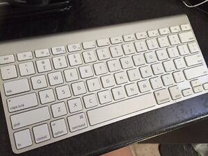 Mint condition Apple wireless keyboard London Ontario image 1