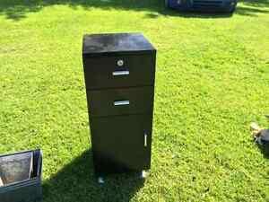 3LOCKABLE CABINETS Available