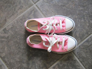 girls CONVERSE shoes-size 3