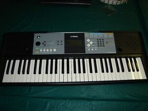 YAMAHA PSR E233 KEYBOARD W/ SUSTAIN PEDAL AND POWER ADAPTER !!
