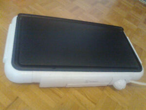Large Electric Grill / Griddle Westinghouse 24x12 in size